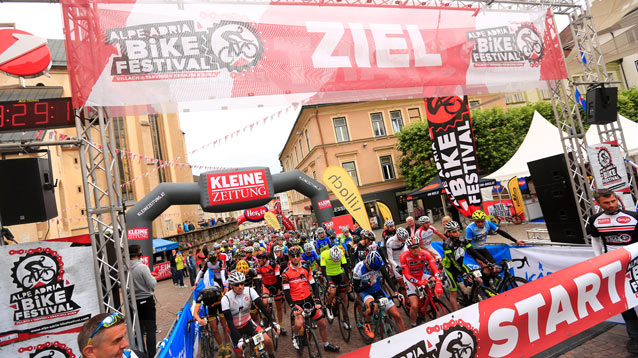 Start Alpe-Adria Giro in Villach (Foto: sportograf.de)
